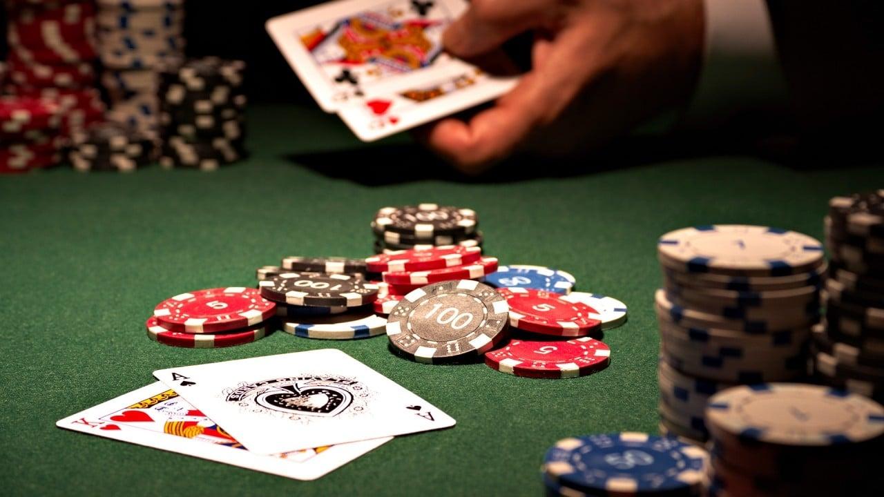 Giocare a Poker Online con Amici Gratis: i migliori siti